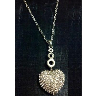 Lantisor argintiu cu Pandantiv Inima Cristale