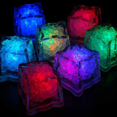 Cuburi Luminoase Plutitoare pentru Bauturi cu LEDuri Set 12