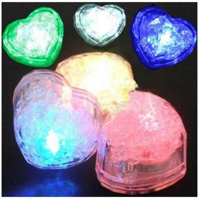Set 12 Inimioare Luminoase Plutitoare cu LED Hearts Ice Cubes