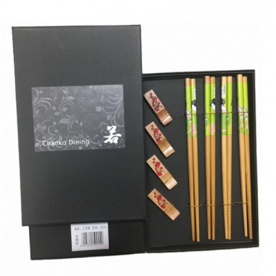 Set Cadou 4 Perechi Betisoare Chinezesti si Suporturi Bambus J014