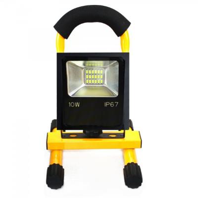 Proiector LED 10W Alb Rece IP67 220V cu Acumulator si Suport