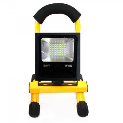 Proiector LED 30W Alb Rece IP65 220V cu Acumulator si Suport